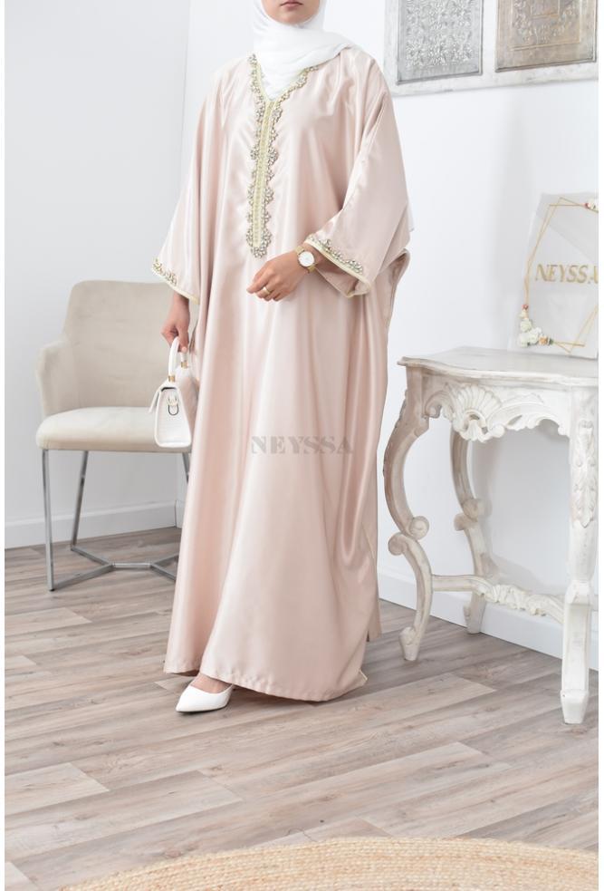 Abaya Gandoura caftan tenue d'occasion adaptée à la femme musulmane pudique et moderne